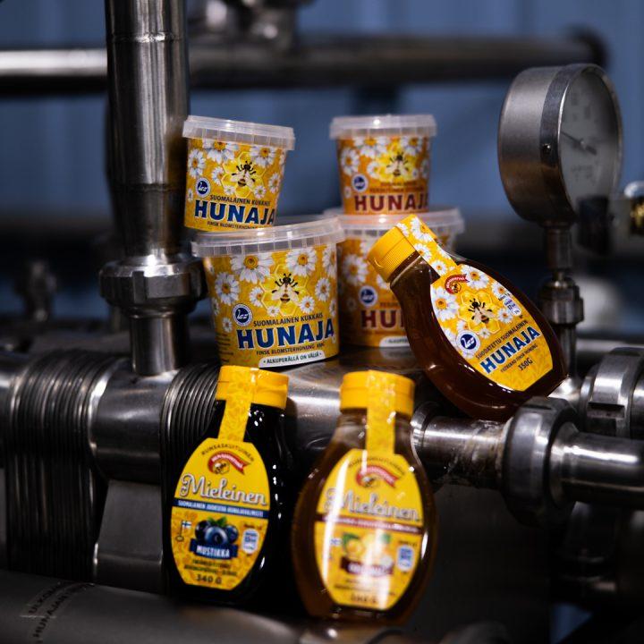 Aidon ja alkuperältään tunnistettavan kotimaisen hunajan laadukkuuteen kuuluu kuluttajia palveleva pakkauksen tuoteseloste.